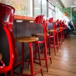 CHAISE_NICOLLE_BOIS_METAL_ROUGE_RESTAURANT_CLAIRE_HUGO_1-600×900